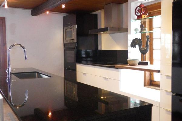 Maison ancestrale - Cuisine rénovation - Cachet moderne et ancien