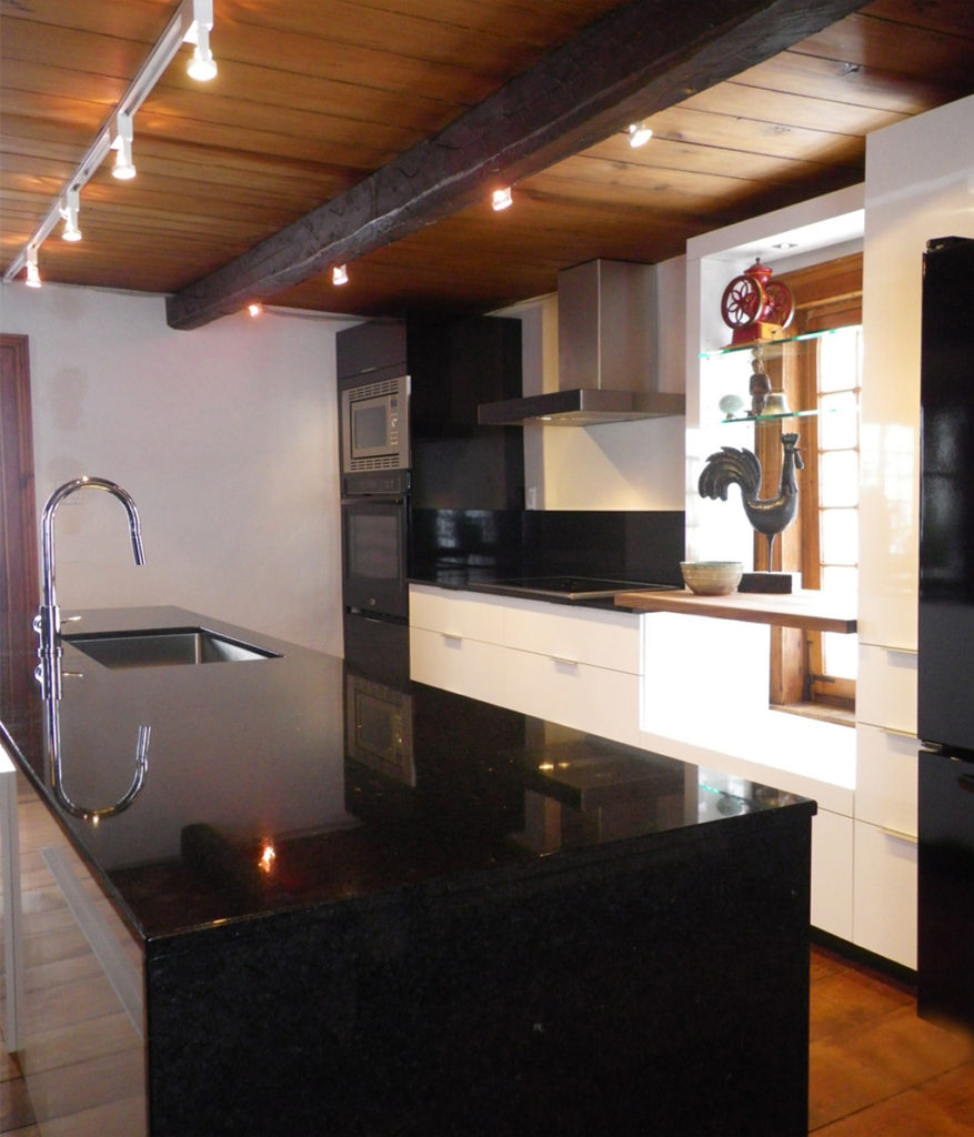 Design de cuisine moderne et maison ancienne - SC Designer d\'intérieur