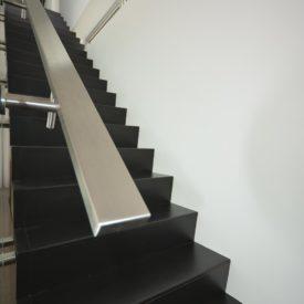Escalier moderne noire et rampe en aluminium